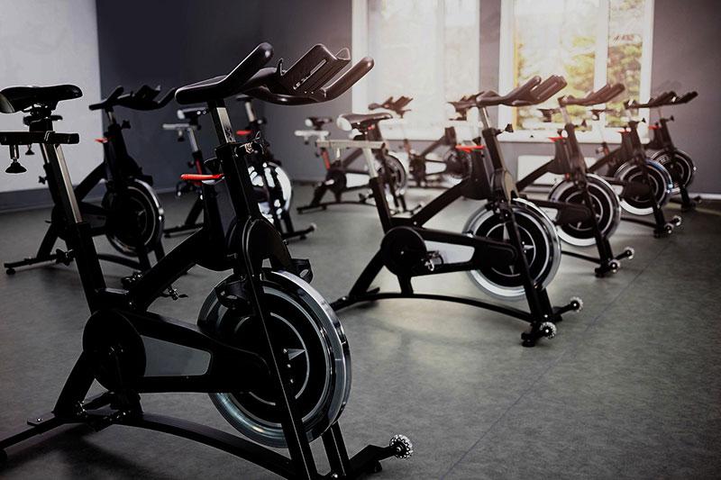 آشنایی با دستگاه ورزشی دوچرخه ثابت و نکاتی که باید قبل از خرید این دستگاه بدانیم